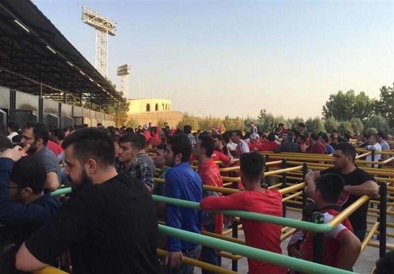 حاشیه دیدار پرسپولیس - پارس جنوبی| عصبانیت هواداران پرسپولیس از سامانه فروش بلیت الکترونیکی + تصاویر