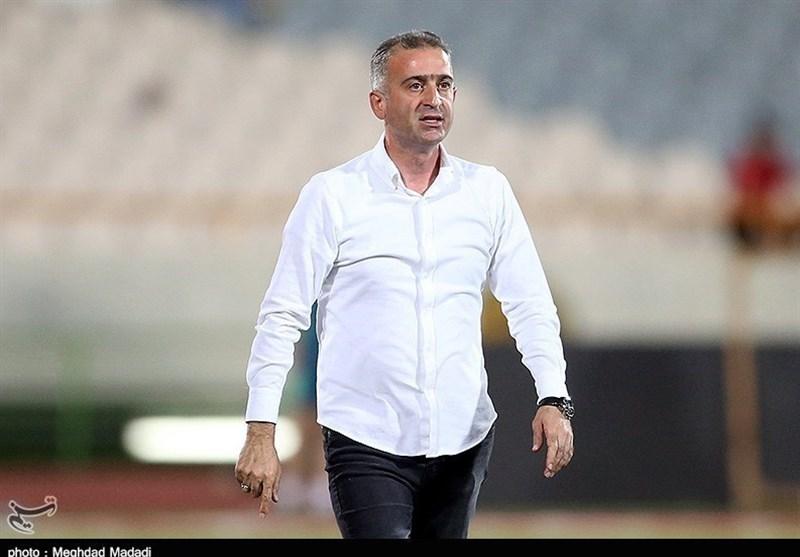 بوشهر| کمالوند: استخوانهای ما خُرد شده است اما تیمم را رها نمیکنم/ اگر قرار است دولت به فوتبال کمک نکند باید برای همه باشد