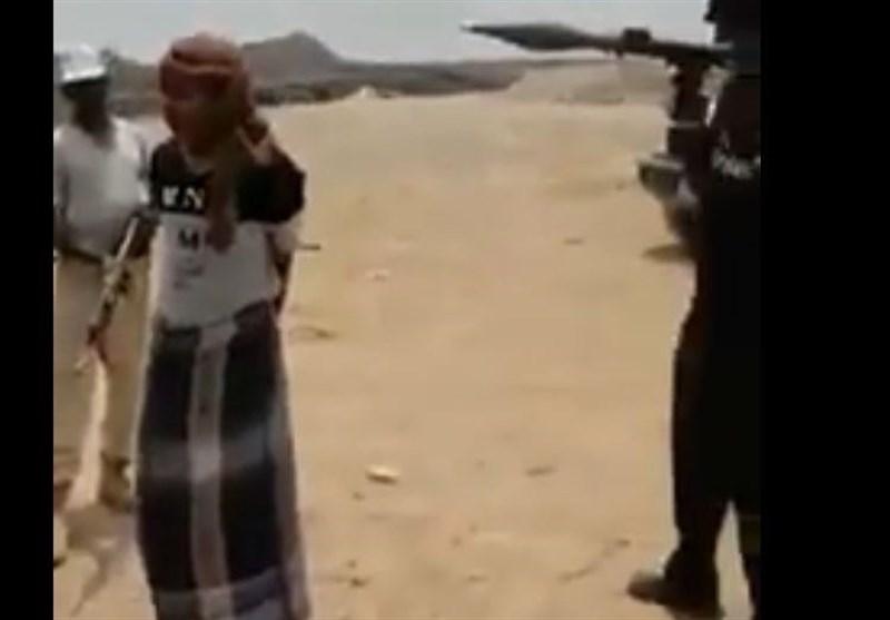پاسخ شجاعانه رزمنده یمنی به سئوالات مزدوران سودانی مجهز به آرپیچی +فیلم