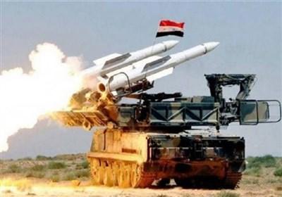 مضادات الدفاع الجوی السوری تتصدى لأهداف معادیة فی سماء دمشق