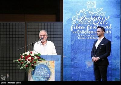 سخنرانی بیژن بیرنگ کارگردان در اختتامیه سیودومین جشنواره بین المللی فیلم کودک و نوجوان اصفهان