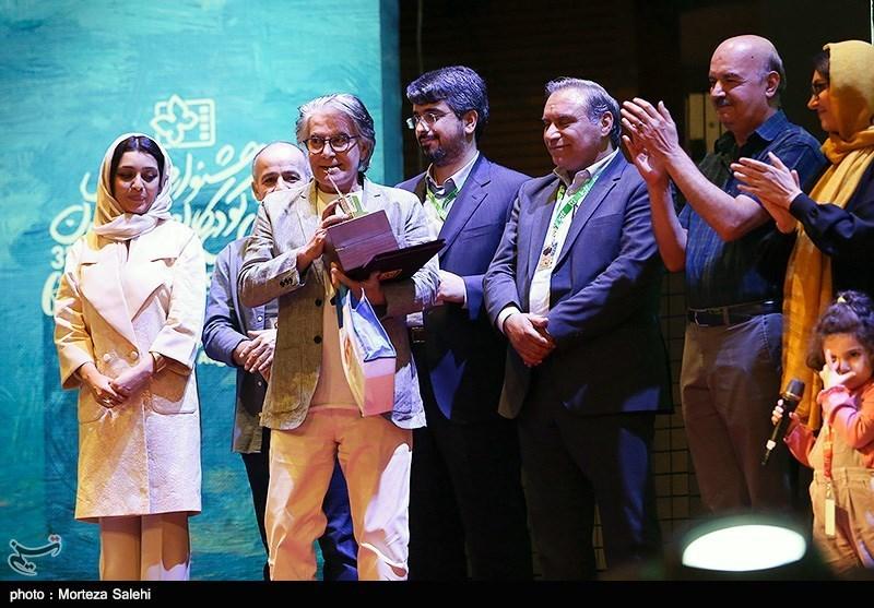دیپلم افتخار مرکز توسعه سینمای کودک به امیرحسین قهرایی برای کارگردانی فیلم «بازیوو» اهدا شد.