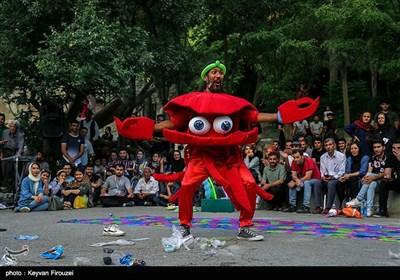 نمایش «آلوده نکنیم» از «اصفهان» به کارگردانی و نویسندگی «هیام احمدی»