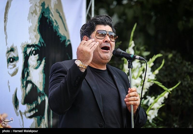 اجرای موسیقی توسط سالار عقیلی در مراسم تشییع پیکر مرحوم داریوش اسدزاده