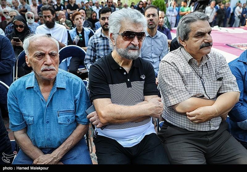 محمد متوسلانی در مراسم تشییع پیکر مرحوم داریوش اسدزاده