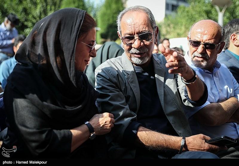 داریوش فرهنگ در مراسم تشییع پیکر مرحوم داریوش اسدزاده