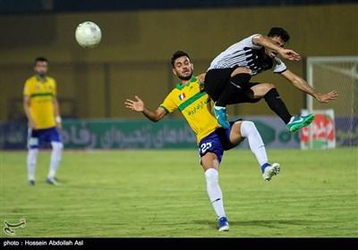 دیدار تیم های فوتبال صنعت نفت آبادان و نفت مسجد سلیمان