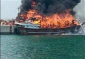 آخرین خبر از آتشسوزی در بندرگاه تجاری کیش؛ آتش شناور چوبی را کامل بلعید