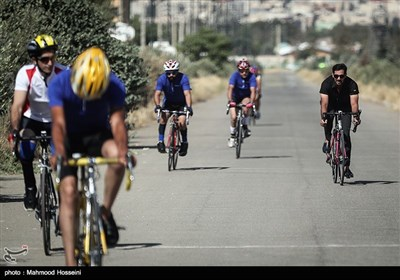 دور تمرینی قبل از شروع مسابقه دوچرخه سواری پاراسایکلینگ قهرمانی کشور