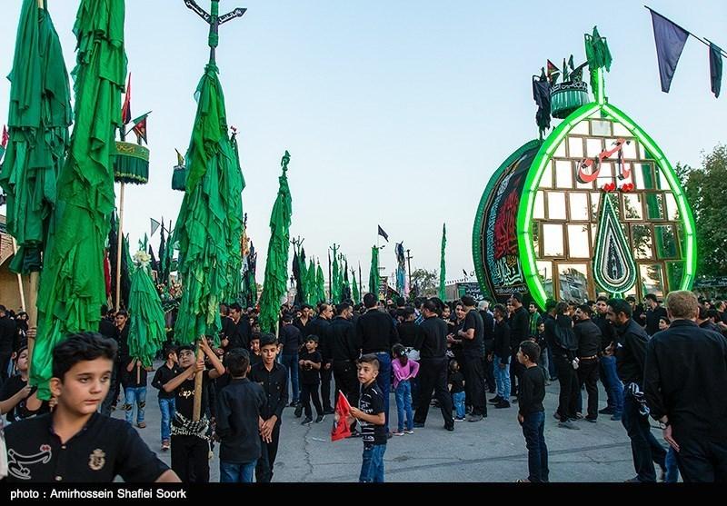"""بالصور.. مراسم """"حمل الأعلام"""" فی العشرة الأولى من محرم فی """"یزد"""" وسط ایران"""