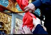 پرچم حرمین شریفین حسینی و عباسی(ع) در همدان به اهتزاز درآمد+ تصاویر