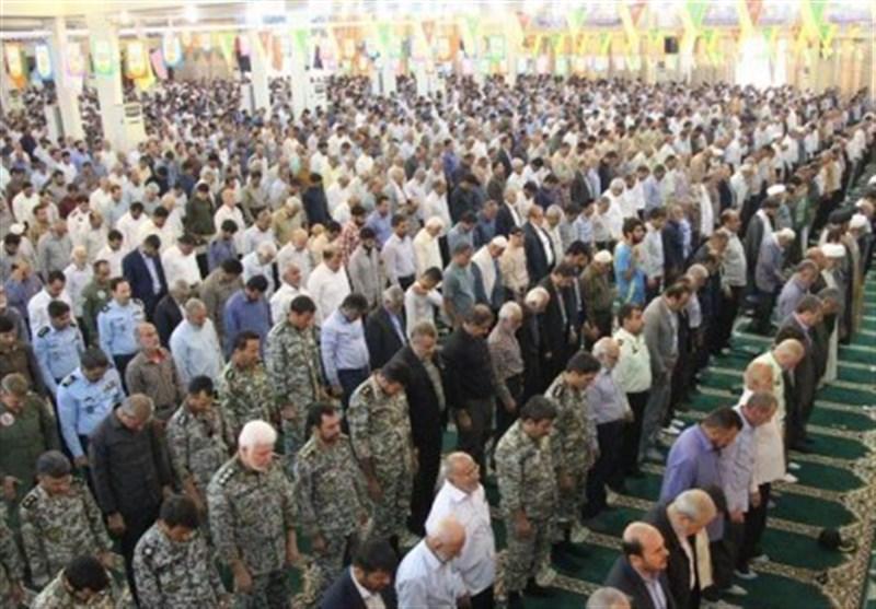 بوشهریهای سوگوار نماز تاسوعای حسینی را با شکوه خاصی اقامه کردند