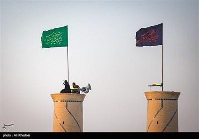 این برنامه هر روز از ابتدای محرم تا روز تاسوعا برگزار میشود و «زار» اصلی در روز تاسوعا است. این برنامه از دو ساعت قبل از تاریکی هوا آغاز میشود و تا بعد از اذان مغرب ادامه دارد.