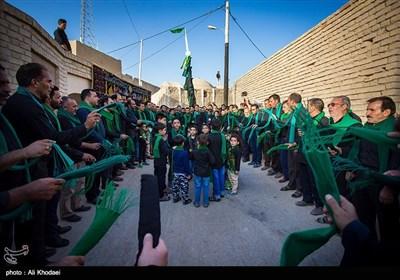 آیین سنتی عزاداری زار خاک عصر تاسوعای حسینی در قلعه تاریخی روستای قورتان از توابع استان اصفهان