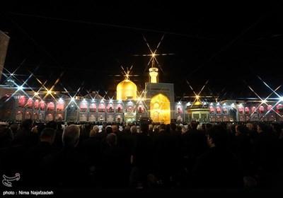 مراسم خطبهخوانی شب عاشورا طبق یک سنت هر ساله در بارگاه منور رضوی برگزار شد.