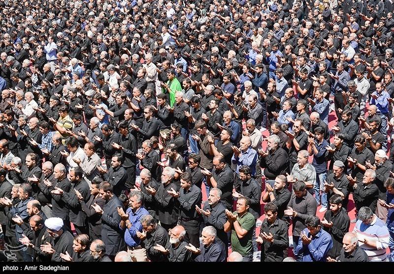 عزاداران حسینی در استان مرکزی نماز با شکوه ظهر عاشورا را به سیدالشهدا(ع) اقتدا کردند