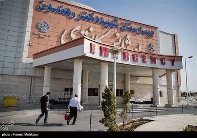 تیم پروازی اورژانس کشور ساعت ٩:۰۶ صبح عاشورا به بیمارستان شهید رهنمون یزد میرسد. عمل در حال انجام است و همزمان کلدباکس برای انتقال قلب آماده می شود.