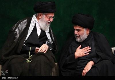 مقتدی صدر و رهبر معظم انقلاب در مراسم عزاداری شام غریبان حسینی در حسینیه امام خمینی(ره)