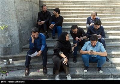تعدادی از خبرنگاران درحاشیه جلسه هیئت دولت