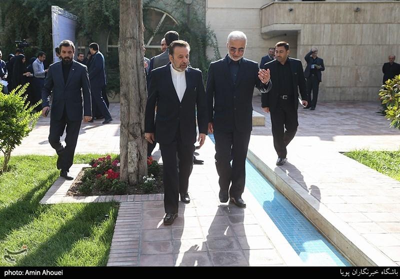 اخبار اربعین 98| بازدید رئیس دفتر رئیس جمهور از مرز مهران / گفتوگوی رودررو و صمیمی واعظی با زائران