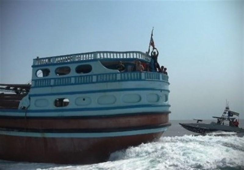 توقیف یک فروند شناور با 250 هزار لیتر سوخت قاچاق توسط نیروی دریایی سپاه