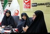 مریم کاظم زاده خبرنگار جنگ،خدیجه علم الهدی مسول امور پشتیبانی جنگ و فاطمه سلیمانی پژوهشگر دفاع مقدس در نشست نقش زنان در دفاع مقدس