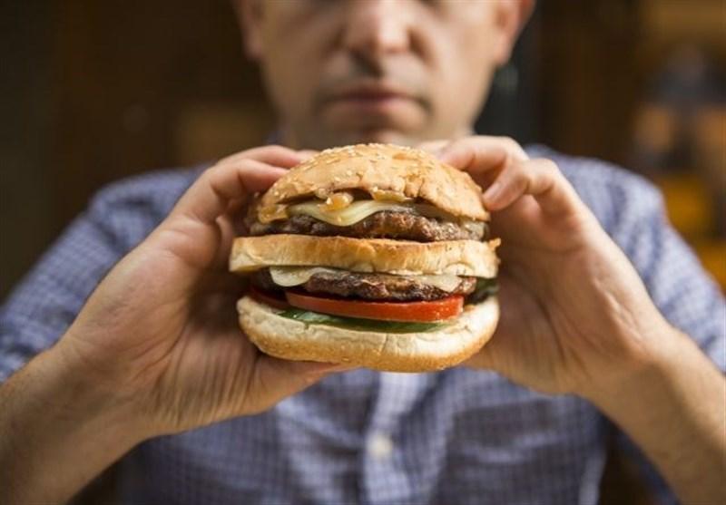 """علائم """"اعتیاد به غذاخوردن"""" چیست؟ + راهکارهای درمانی"""