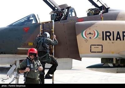 تدريبات جوية مشتركة للجيش وحرس الثورة في بندر عباس