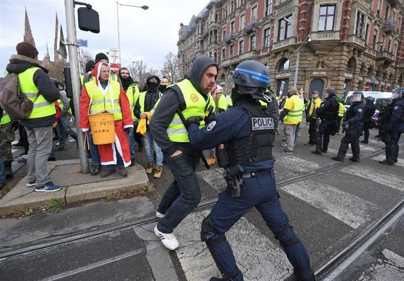 Dozens Arrested in Tense 'Yellow Vest' March in Paris (+Video)