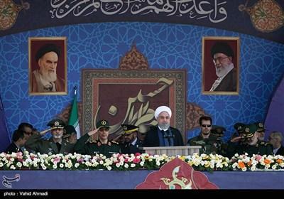 روحانی در رژه 31 شهریور: حاضریم از خطاهای گذشته همسایگان بگذریم