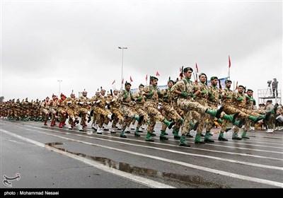 مراسم رژه نیروهای مسلح استان در نخستین روز هفته دفاع مقدس در گرگان