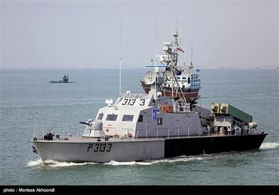 عرض عسكري لسفن ومقاتلات الجيش وحرس الثورة الاسلامية في بندر عباس