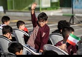 کلاس اولیها حضوری به مدارس رفتند/ خانوادهها از نگرانیهایشان میگویند