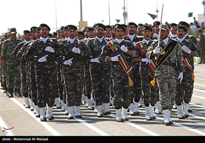 مراسم رژه نیروهای مسلح استان در نخستین روز هفته دفاع مقدس در قم