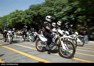 مراسم رژه نیروهای مسلح استان در نخستین روز هفته دفاع مقدس در خرم آباد