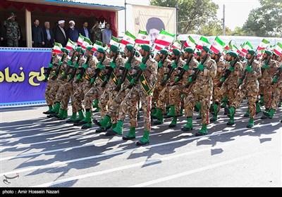 مراسم رژه نیروهای مسلح استان در نخستین روز هفته دفاع مقدس در قزوین