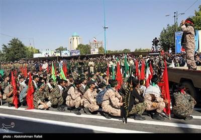 مراسم رژه نیروهای مسلح استان در نخستین روز هفته دفاع مقدس در همدان