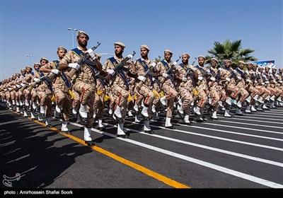 مراسم رژه نیروهای مسلح استان در نخستین روز هفته دفاع مقدس در یزد