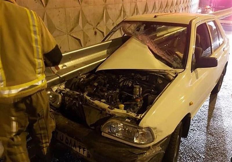 تهران| نجات راننده از مرگ پس از ورود گاردریل به پراید+ تصاویر- اخبار اجتماعی – مجله آیسام