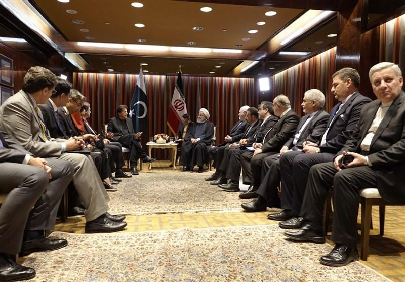 """روحانی در دیدار """"عمران خان"""": عزم تهران ادامه روابط سازنده با اسلام آباد است"""