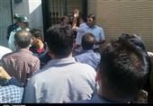 تجمع مردمی مقابل استانداری سمنان در اعتراض به دفن مجدد زباله در شمال مهدیشهر+تصویر