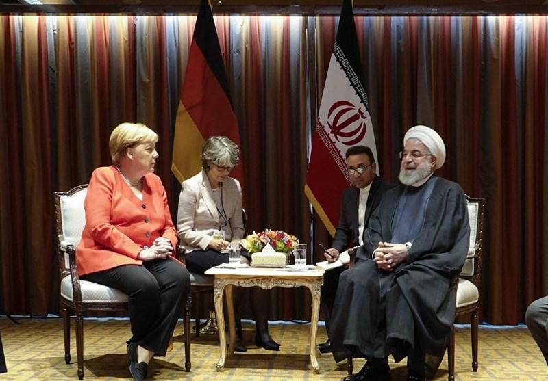 """رایزنی روحانی و مرکل درباره """"ابتکار صلح هرمز""""/ لزوم احترام به اجرای برجام و رفع تحریمها"""