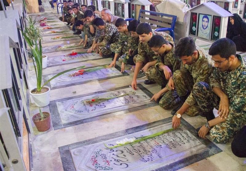 تجدید میثاق مسئولان، فرماندهان و بسیجیان بوشهر با آرمانهای شهدا به روایت تصویر