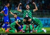 شادی بازیکنان تیم فوتبال ذوب آهن اصفهان پس از به ثمر رساندن گل