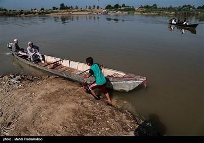 با شروع سال تحصیلی جدید ادامه این روند دانشآموزان و معلمان را مجبور می کند از قایقهای محلی غیر استاندارد برای جابهجایی استفاده کنند.