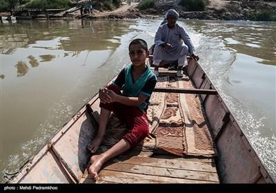 تردد خطرناک اهالی روستاهای عنافچه با قایق