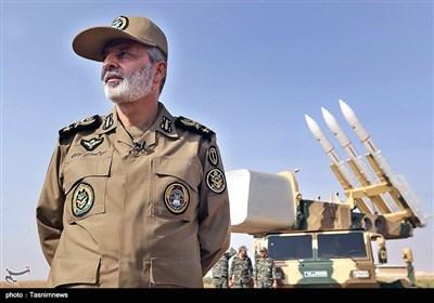 بازدید فرمانده ارتش از مواضع پدافندی جزایر سه گانه خلیج فارس