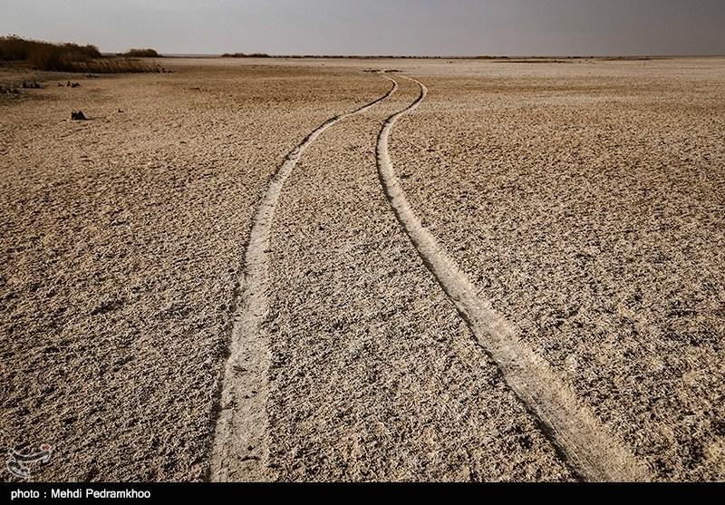 یک سوم تالاب مرزی هورالعظیم در جنوب غربی خوزستان، در ایران و دو سوم آن در عراق است.
