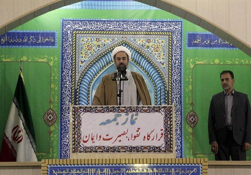 امام جمعه زاهدان: جشنهای هفته وحدت در سیستان و بلوچستان باشکوه برگزار شود