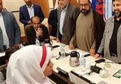 تقدیر وزیر آموزشوپرورش از دانشآموزی که بر پرچم ایران بوسه زد